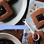 Biscotti al farro e cacao con confettura di amarene (senza latte e senza uova)