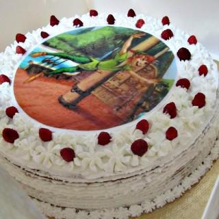 Torta panna, crema chantilly e fragoline