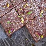 Brownie con nocciole e pistacchi