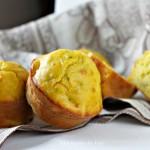 Muffin alle zucchine, pancetta e curcuma