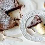 Torta fondente al Vov con gelato al cioccolato bianco