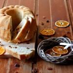 Ciambella all'arancia e uvetta senza lattosio