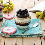 Torta Foresta bianca in vasetto con confettura extra di amarene