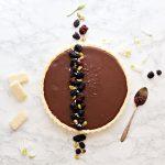 Crostata senza cottura al cioccolato e more