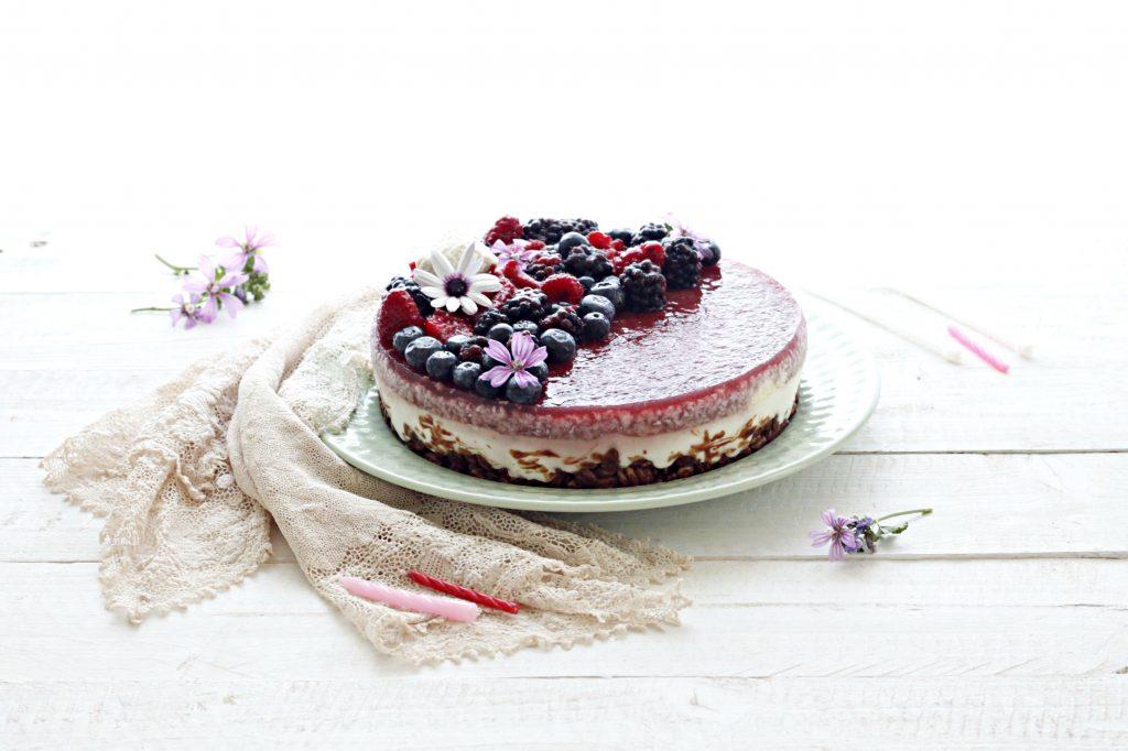 torta fredda senza cottura ai frutti di bosco
