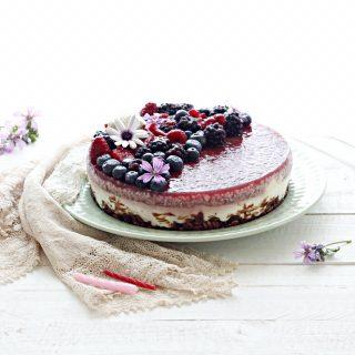 Torta fredda senza cottura ai frutti di bosco e cocco