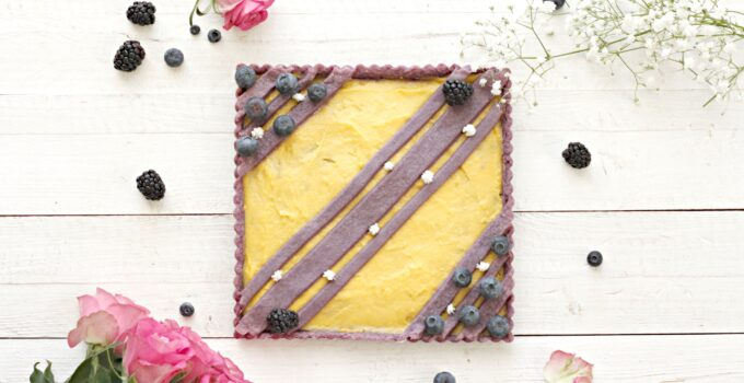 Crostata viola crema pasticciera e frutti di bosco