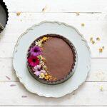 Crostata senza cottura al cioccolato fondente e passion fruit
