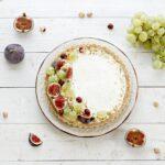 Crostata senza cottura nocciole fichi e uva